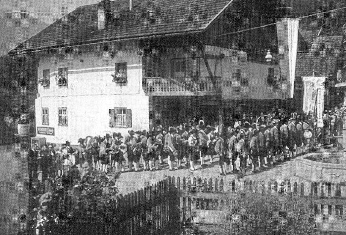 Prozession am Dorfplatz 1960 1